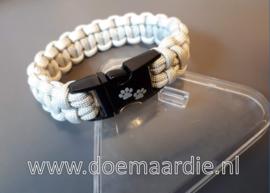 Paracord bracelet met pootjes sluiting.