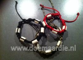 Keramiek armbanden. ong 19/20 cm .