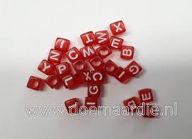 Letterkraal, kunststof, rood met witte letters.  200 stuks.