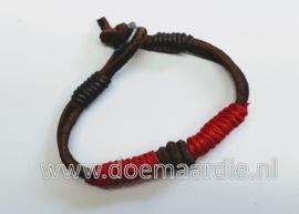 leer met hennep armband, rood.