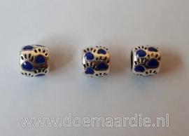 Pootjes, gekleurd, ronde vorm. Blauw, vanaf 40 cent.