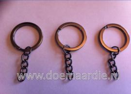 Sleutelhanger ring met ketting, gun metal. 20 mm binnen.