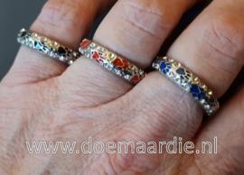 Ring met pootjes en strass, diverse kleuren.