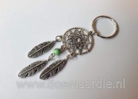 Dromenvanger sleutelhanger, groen quartz kraaltje.