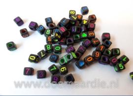 Cijferkraal, kunststof, zwart met neon kleur cijfers.  200 stuks.