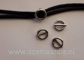 Stopjes, stegring, gelaste ring met middenpin binnenmaat ong 8,5 mm, zilverkleur.