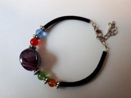 Armband kralen, glas rond vierkant gebogen murano paars.