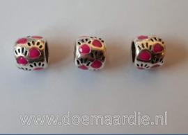 Pootjes, gekleurd, ronde vorm. Fuchsia roze, vanaf 40 cent.