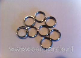 Split ringetje. binnenmaat 8 mm (+/- 100 stuks).