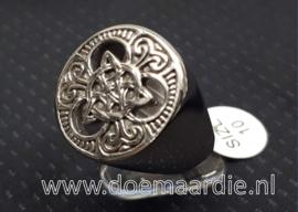 Keltische ring, met trisikle trinity. RVS