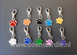 Hanger, penning voor hond of kat, 11 kleuren.