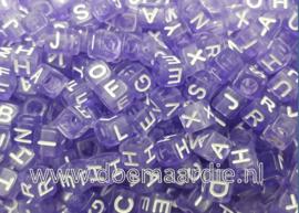 Letterkraal, kunststof, 6 bij 6, paars met witte letters .  200 stuks