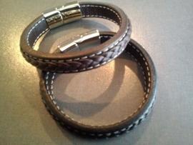 Leren armband met RVS.