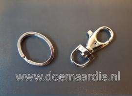 Sleutelhanger met ring, zilverkleur. 51 mm.