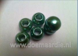 Kunststof kralen, groen. (+/-50)