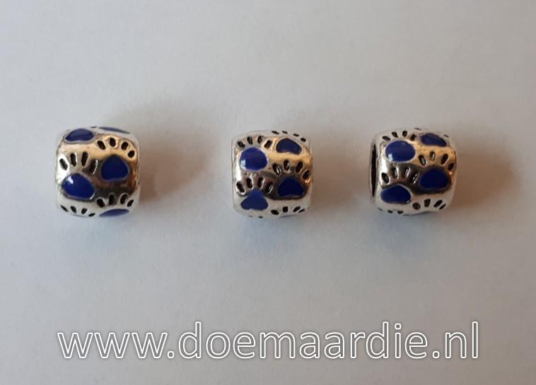 Pootjes, gekleurd, ronde vorm. Blauw, vanaf 45 cent.