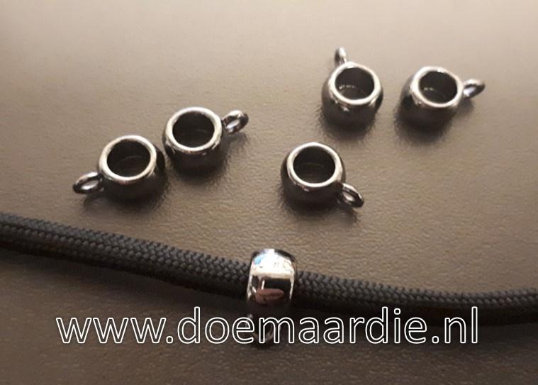 Metalen black nikkel kleurige kraal met oogje.