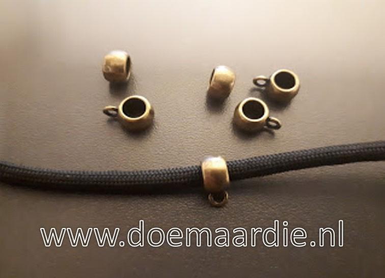 Metalen bronskleurige kraal met oogje.