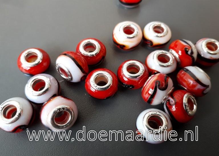Murano glaskraal, rood wit.