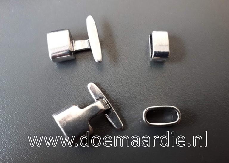 Metalen sluiting, slotje , oud zilverkleur.