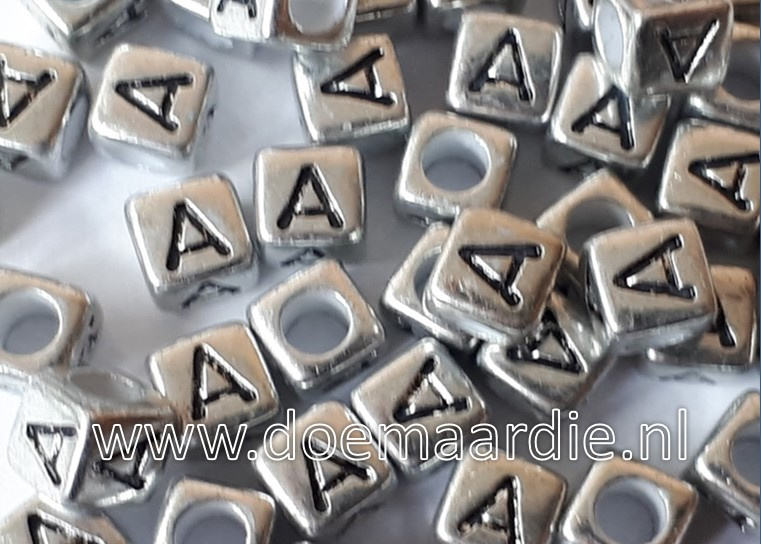 Letterkraal, kunststof, zilver met zwarte letters. Per letter!!