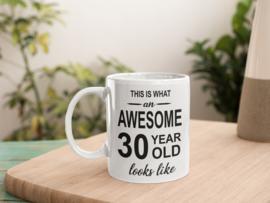 Mok met tekst verjaardag - This is what a awesome .. year old look like (iedere leeftijd)