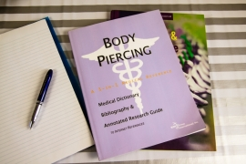 Boek: Body Piercing A 3-in-1 Medical Reference