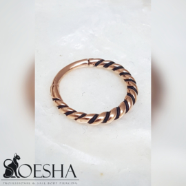 Twisted hinged segment click ring rose gold