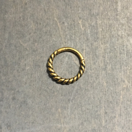 Twisted hinged segment click ring goud