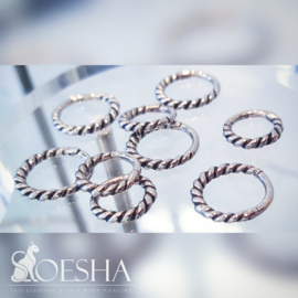 Twisted hinged segment click ring