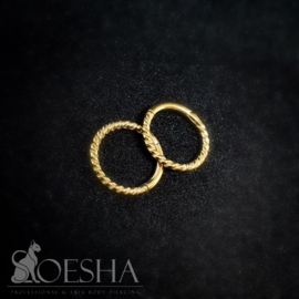 Fine twisted hinged segment click ring gold