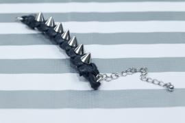 Armbandje van katoen en spikes