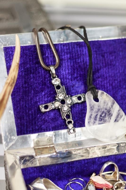 Lange ketting met kruis