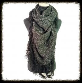 Zwarte sjaal verweven met zilverdraad