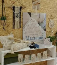 REVIEW:  Macramé van Elma Pluim