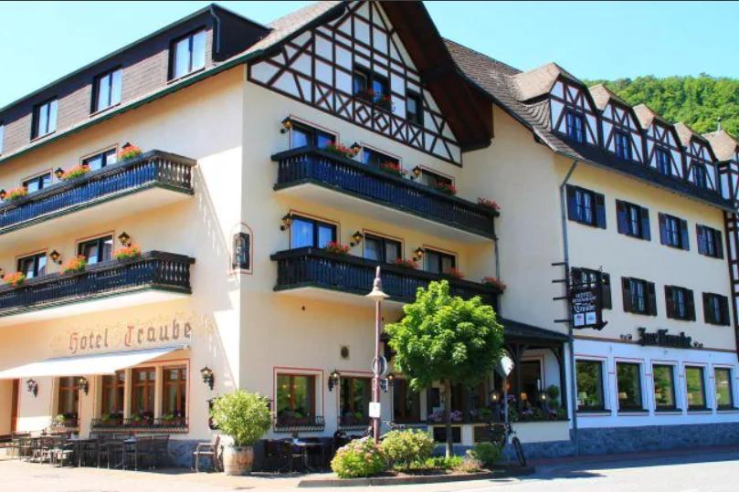 lof-hotel tr...ube-1-moezel.png