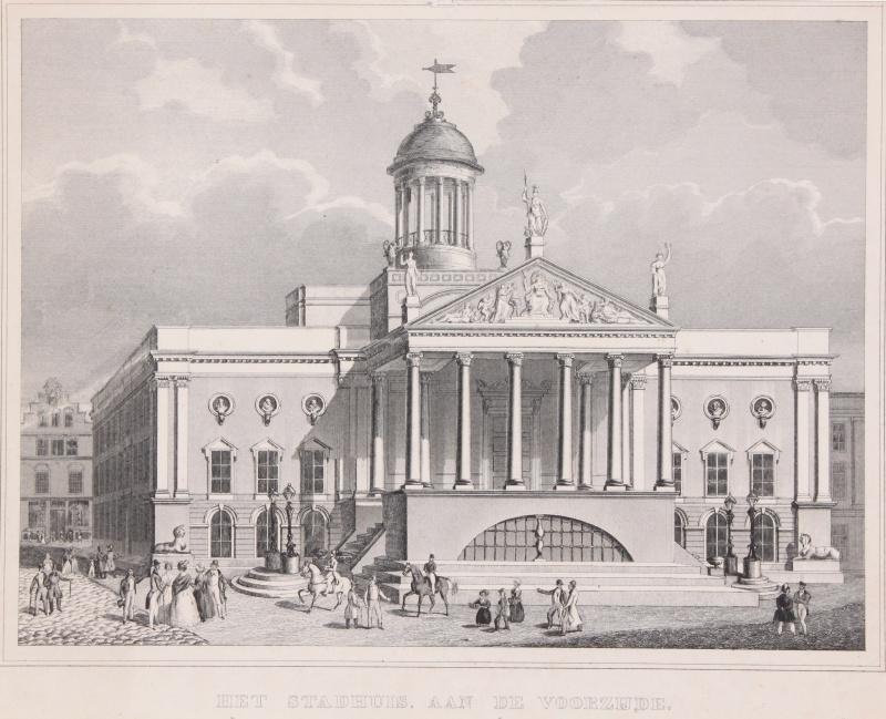 Het stadhuis aan de voorzijde.