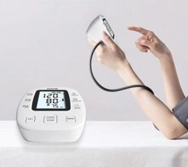 1. Bloeddrukmeter bovenarm met opbergtasje.
