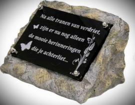 """Gedenksteen(urn) met gedenkplaatje """"herinneringen"""""""