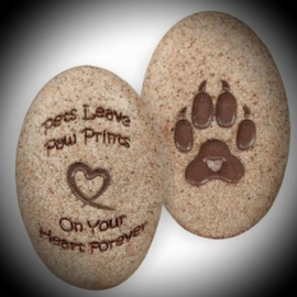 Memorial pet stone with paw print and text