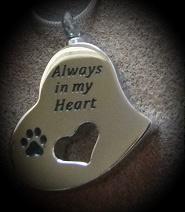Ashanger hart met dierenpootje