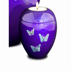 kleine urn met kaarsje en parelmoer vlinder