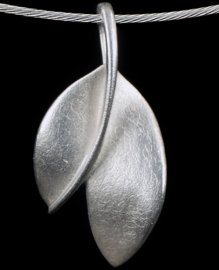 Leaf shaped pendant for Ashes