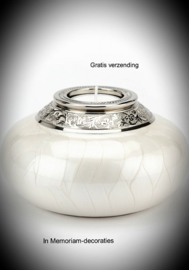 Keepsake with candle and urn- white