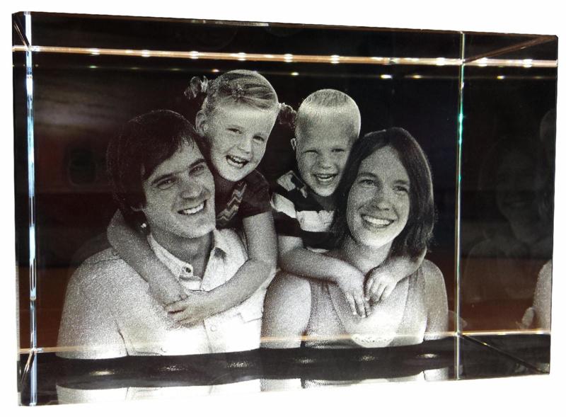 3D photo in glass 80 x 80 x 120 mm