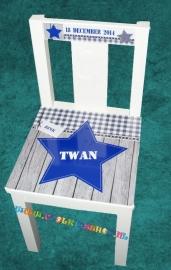 Stoer stoeltje met naam jongen (blauw)