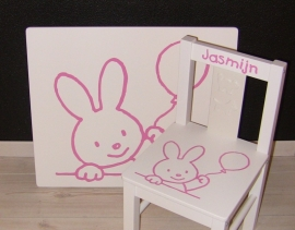Tafel en stoeltje(s) met naam en afbeelding