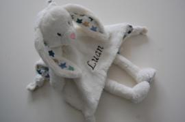 Tuttelpopje / knuffeldoek konijn met naam, wit met blauwe sterren