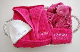 Kinderbadjas 2 tot 4 jaar met naam en/of geboortedatum, donker roze