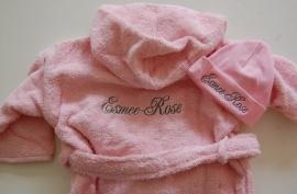 Kinderbadjas 1 tot 2 jaar met naam en/of geboortedatum, licht roze